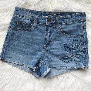Universal Thread blue embroidery denim shorts 00